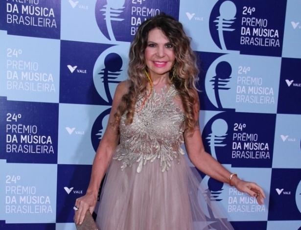 12.jun.2013 - A cantora Elba Ramalho usa vestido de tule no 24º Prêmio da Música Brasileira, no Theatro Municipal do Rio de Janeiro