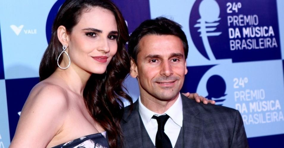 12.jun.2013 - A modelo Fernanda Tavares e o ator Murilo Rosa chegam ao ao 24º Prêmio da Música Brasileira no Theatro Municipal do Rio de Janeiro