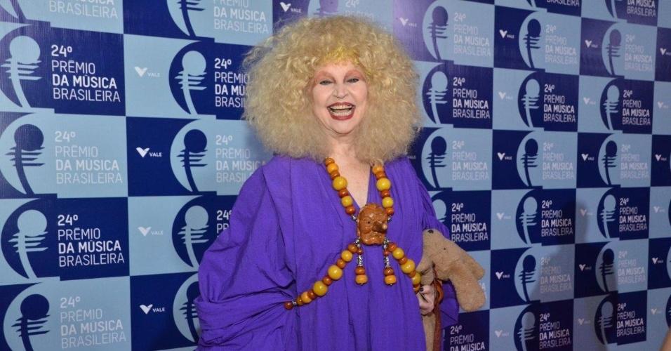 12.jun.2013 - Elke Maravilha chega ao 24º Prêmio da Música Brasileira, no Theatro Municipal do Rio de Janeiro. A premiação teve 106 indicados a 11 categorias