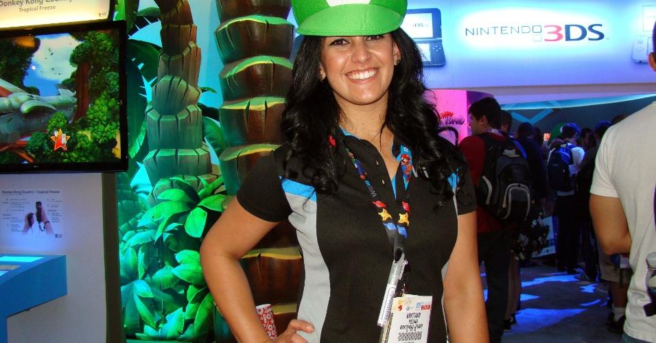 No estande da Nintendo não poderia ser diferente: até as booth babes se vestem em homenagem aos heróis da empresa
