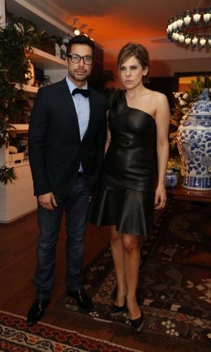 12.jun.2013 - Fernando Torquatto e Bárbara Paz chegam à festa do Prêmio da Música Brasileira