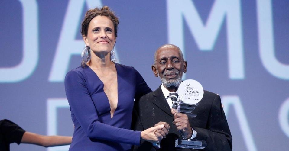 """12.jun.2013 - Nelson Sargento, premiado por """"O Samba da Mais Alta Patente"""", no 24º Prêmio da Música Brasileira"""