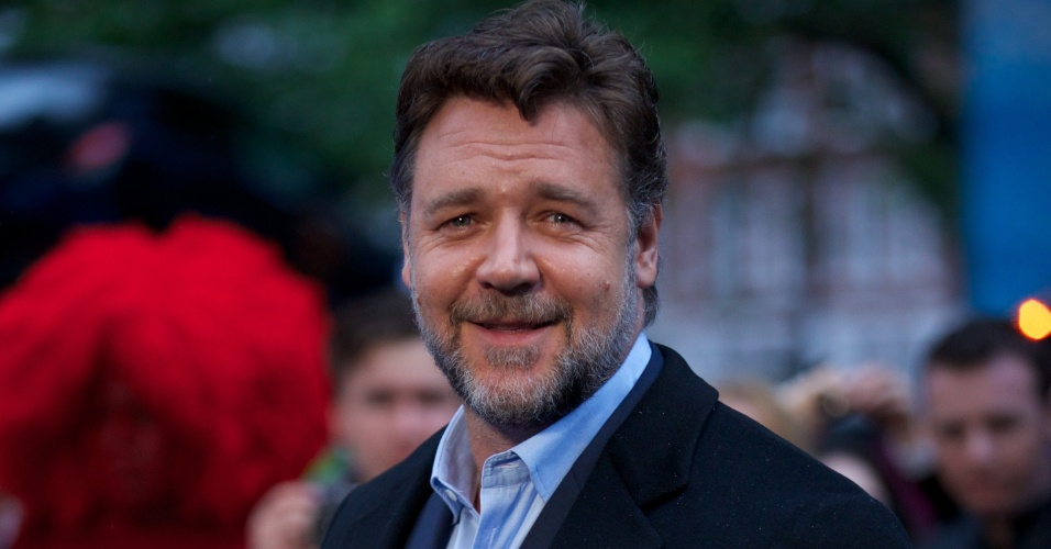 12.jun.2013 - O ator Russel Crowe, que interpreta o pai do Super-Homem, Jor-El, participa da pré-estreia de