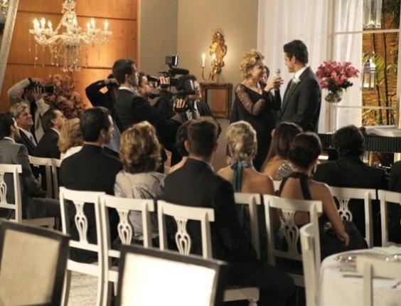 """Em """"Sangue Bom"""", Bárbara Ellen assume comando do Luxury em casamento"""