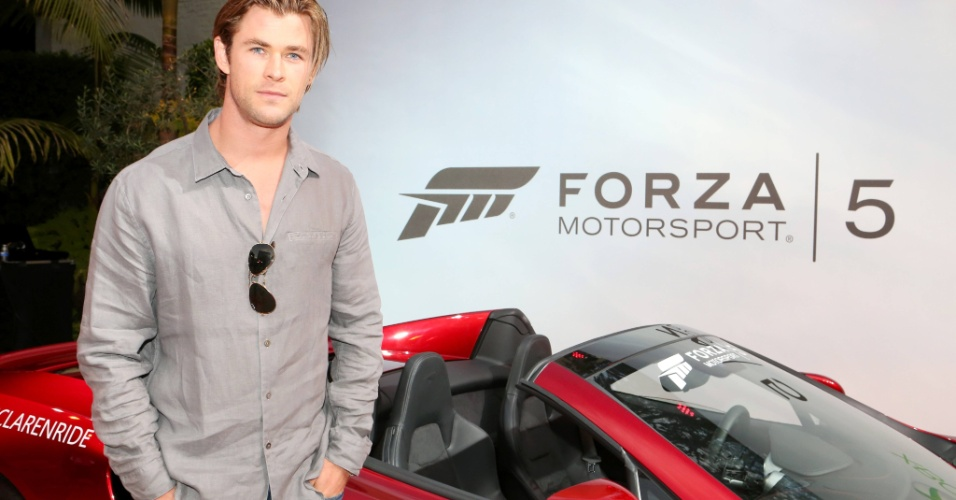 "Famoso por interpretar Thor no cinema, o ator Chris Hemsworth prestigia evento de ""Forza Motorsport 5"" durante a E3"