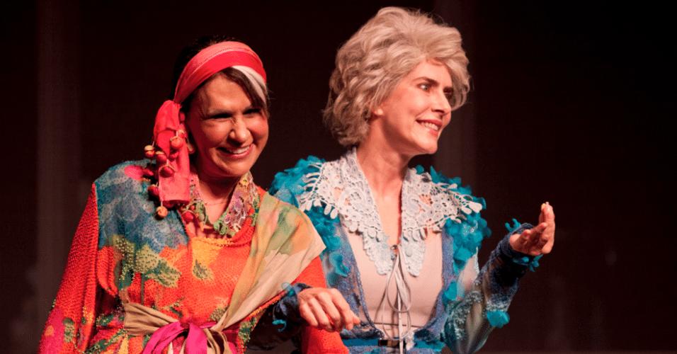 Maitê Proença e Clarisse Derzié Luz em cena da peça