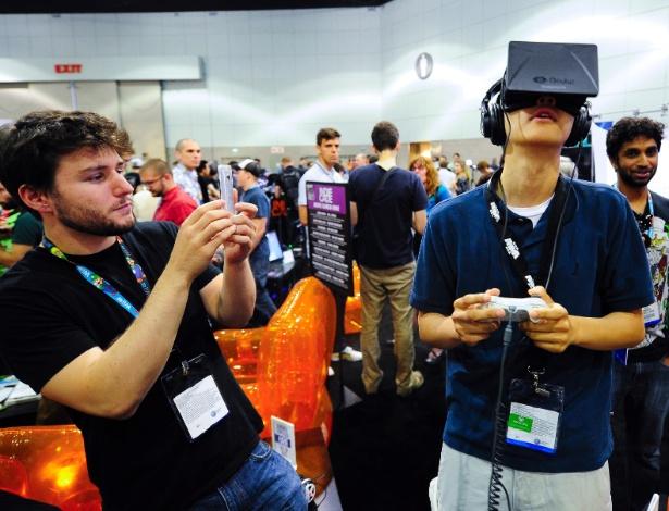 O óculos de realidade virtual Oculus Rift também esteve presente para teste na feira