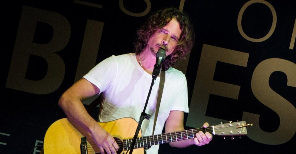 """13.jun.2013 - O roqueiro Chris Cornell se apresenta no """"Best of Blues Festival"""" no hotel WTC Golden Hall, em São Paulo"""