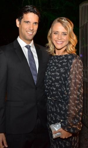 14.jun.2013 - A atriz Juliana Silveira, uma das convidadas, foi ao casamento acompanhada do marido, João Vergara