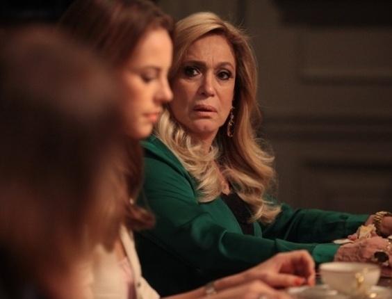 """15.jun.2013 - Em """"Amor à Vida"""", Paloma avisa a família que vai doar parte do fígado para Paulinha"""