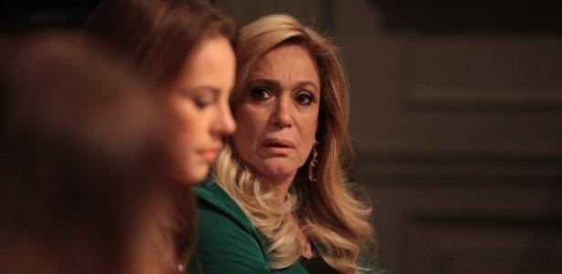 """Em """"Amor à Vida"""", Paloma pressiona a família e acaba descobrindo ser filha adotiva de Pilar"""