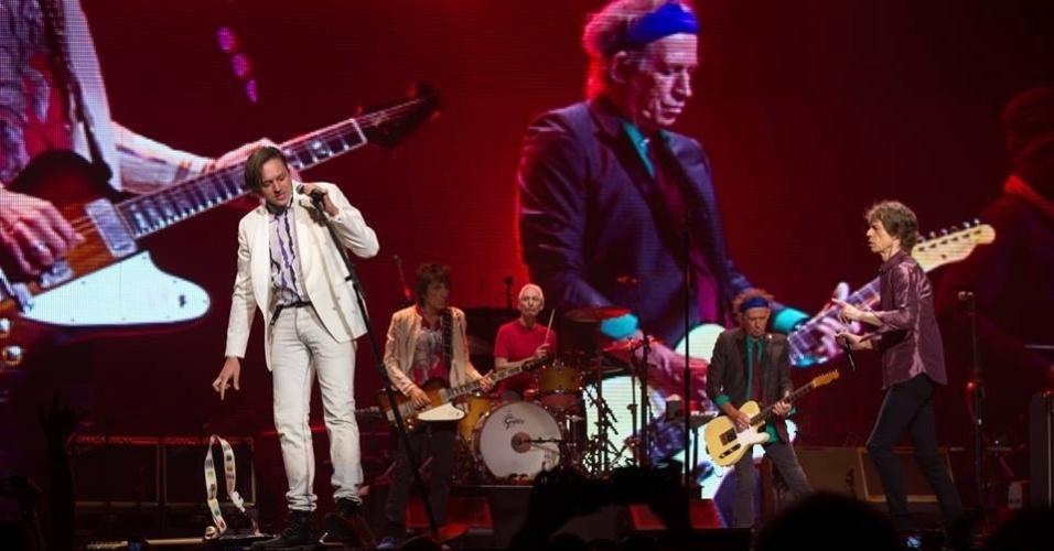 9.jun.2013 - O líder do Arcade Fire, Win Butler, foi o convidado dos Rolling Stones em Montreal, no Canadá, sua cidade natal. Butler dividiu os vocais com Mick Jagger na canção