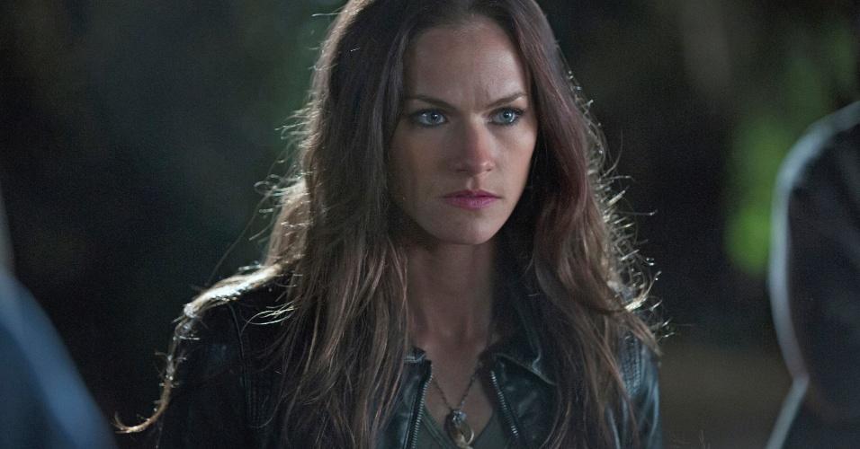 "A atriz Kelly Overton, a Rikki Naylor em cena da série ""True Blood"""