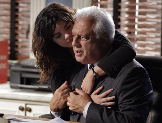 """Em """"Amor à Vida"""", Aline dispensa joia para evitar desconfiança de Pilar"""