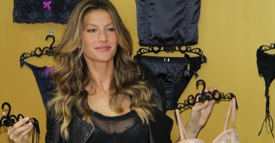 16.jun.2013 - Gisele Bündchen lança coleção de lingerie em São Paulo