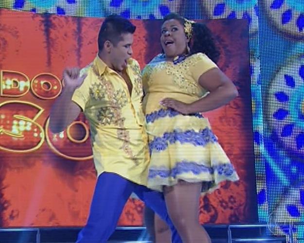 """16.jun.2013 - Cacau Protásio e Rodrigo Picanço dançam ?Baião? na noite forró na """"Dança dos Famosos"""""""
