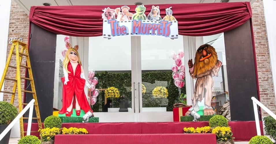 16.jun.2013 - Decoração do buffet com personganes do Muppets