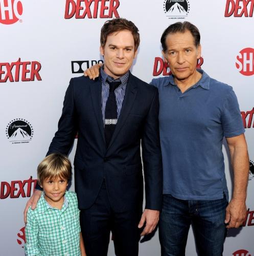 """16.jun.2013 - Os atores Jadon Wells, Michael C. Hall e James Remar promovem a última temporada de """"Dexter"""", que estreia em 30 de junho nos Estados Unidos"""