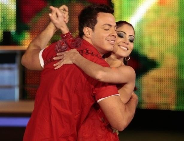 """Carol Castro e Leandro Azevedo dançam na noite forró na """"Dança dos Famosos"""""""