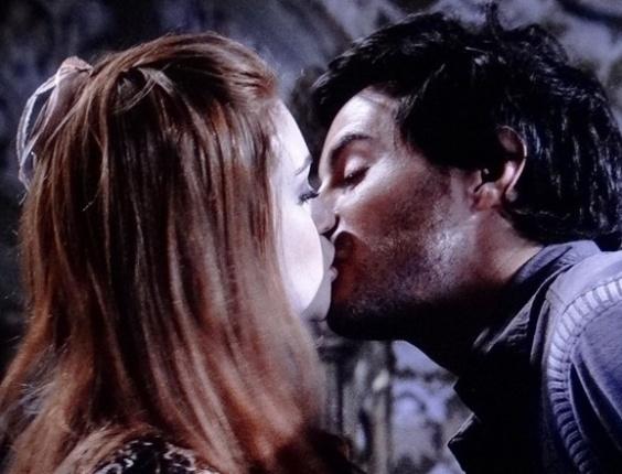 """Em """"Amor à Vida"""", Nicole e Thales se beijam sem querer"""