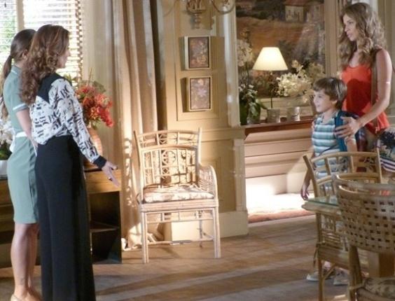 """Em """"Flor do Caribe"""", Ester volta novamente para a mansão de Alberto"""