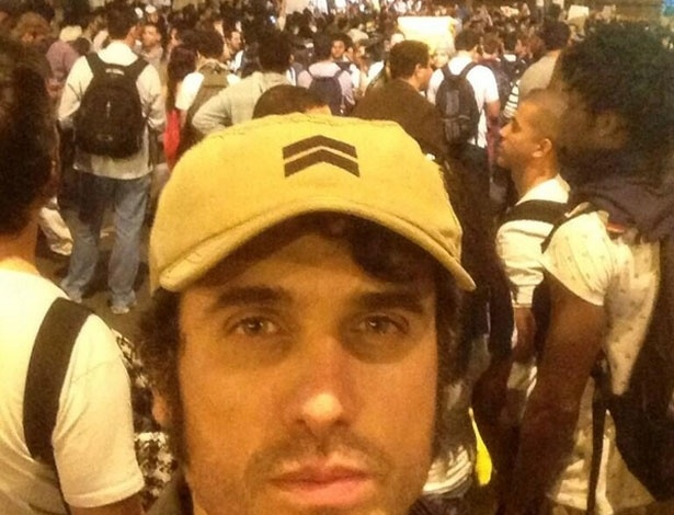 """17.jun.2013 - Eriberto Leão em protesto no centro do Rio de Janeiro. """"Um grão de areia"""", definiu-se"""