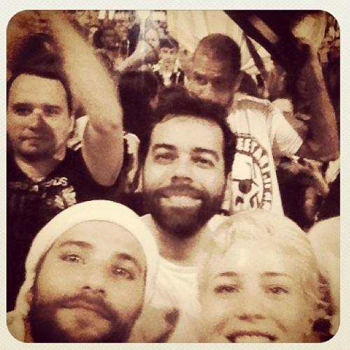 17.jun.2013 - O ator Bruno Gagliasso participa de protesto no Rio de Janeiro