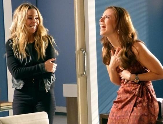 """Em """"Amor à Vida"""", Paloma se emociona ao descobrir que Paulinha é sua filha"""