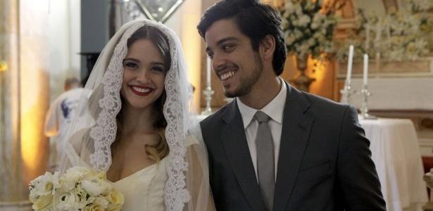 """Fatinha e Bruno têm casamento oficial em """"Malhação"""" e despedem do folhetim"""