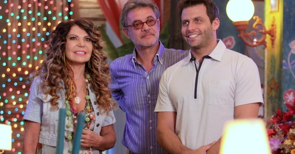 """18.jun.2013 - Ao lado dos atores Jean Pierre Noher e Henri Castelli, Elba Ramalho grava """"Flor do Caribe"""""""