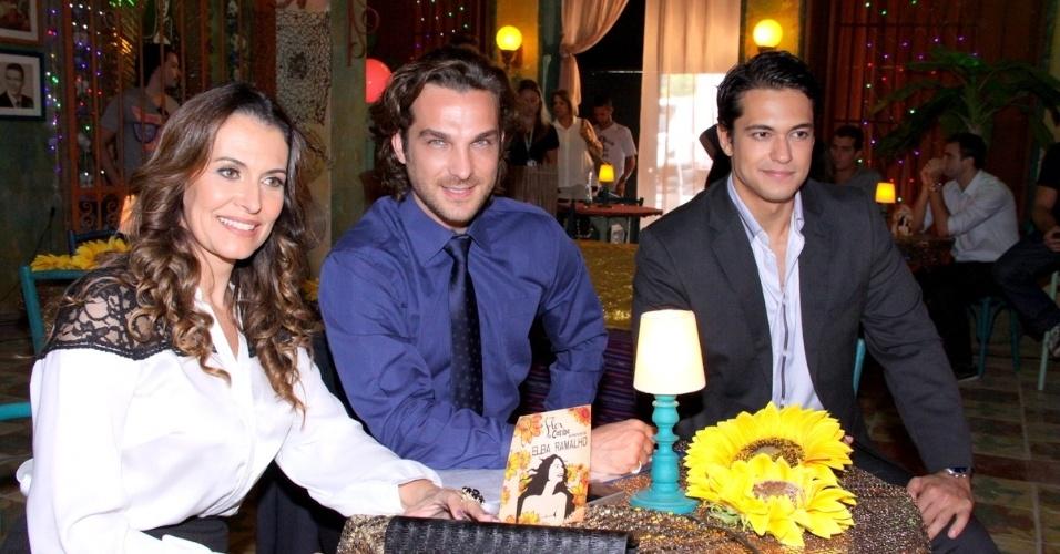 """18.jun.2013 - Da esquerda para a direita, os atores Patrícia Naves, Igor Rickli e Raphael Viana gravam cena de """"Flor do Caribe"""""""