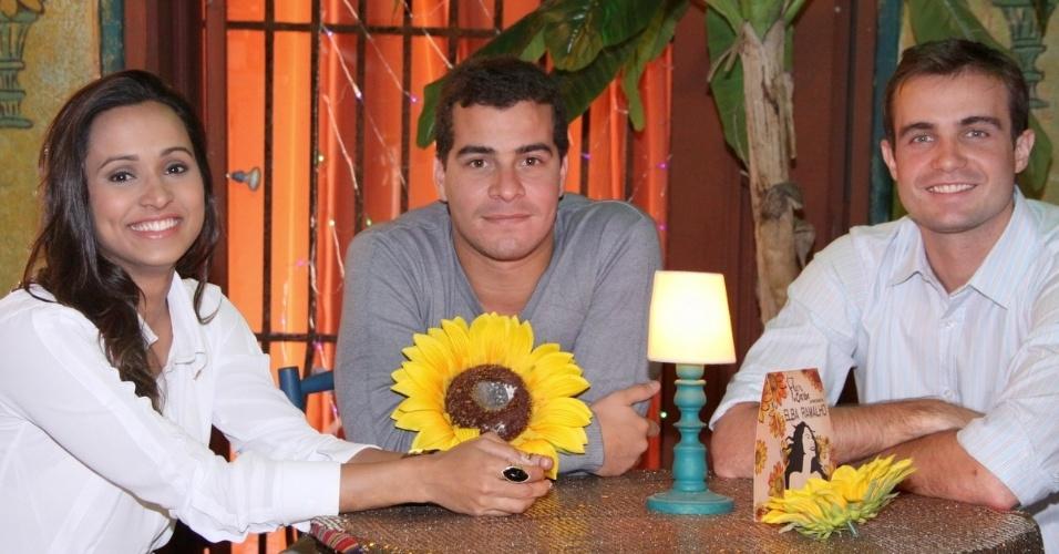 """18.jun.2013 - Da esquerda para a direita, os atores Thaíssa Carvalho, Thiago Martins  e Max Fercondini gravam cena de """"Flor do Caribe"""""""