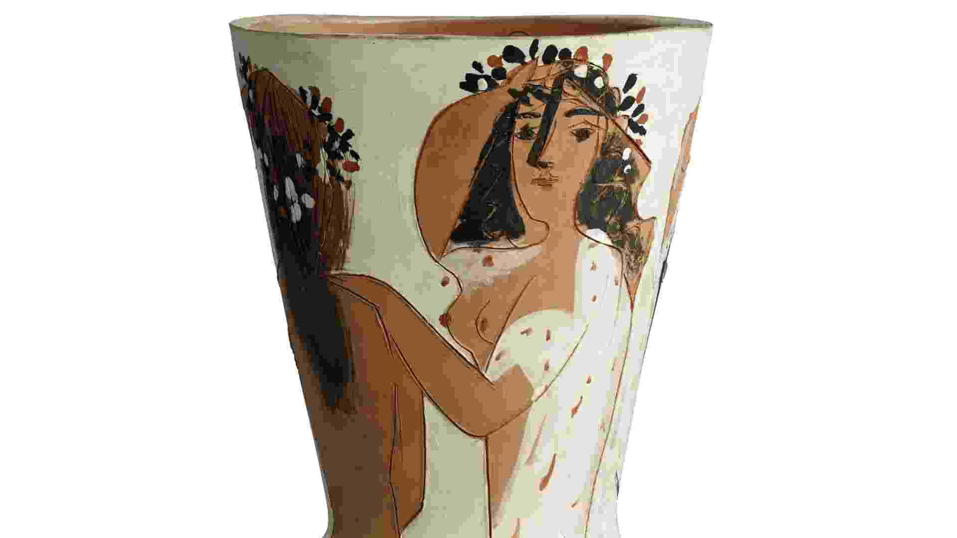 """A peça """"Grand Vase Aux Femmes Voiles"""", de Pablo Picasso, se transformou na cerâmica mais cara do artista espanhol ao ser arrematada por US$ 1,53 milhão, confirmou a casa Christie's no dia 20 de junho de 2013 - EFE"""