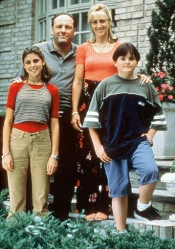 Jamie Lynn Singer, James Gandolfini, Edie Falco e Robert Iler interpretaram a família Soprano da série de mesmo nome