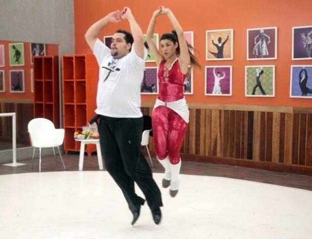 """Na """"Dança dos Famosos"""", Tiago Abravanel dá salto, mas diz que rock é mais difícil que forró"""