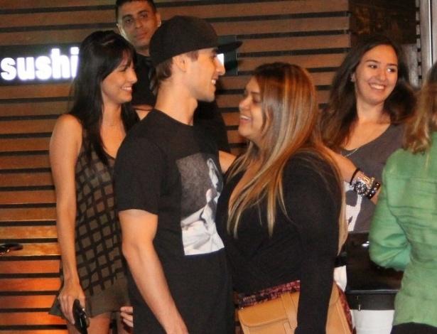 20.jun.2013 - Preta Gil janta com namorado Thiago Tenório e amigos no Leblon, Rio de Janeiro