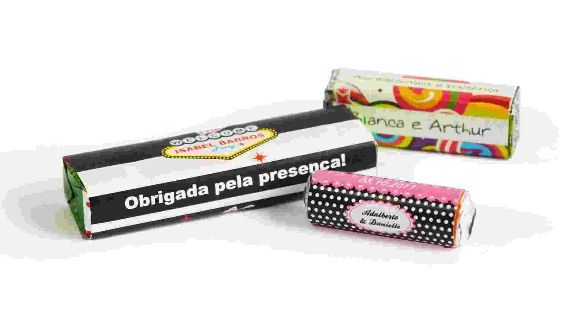 Balas com embalagens personalizadas; da Casamento.art.br (www.casamento.art.br), por R$ 2,50 (drops grande), R$ 1,30 (pastilha quadrada) e R$ 0,77 (mini pastilha redonda). Disponibilidade e preço pesquisados em junho de 2013 e sujeito a alterações - Divulgação/Casamento.art.br