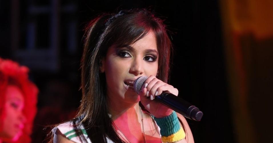 22.jun.2013 - A funkeira Anitta fez show no Morro da Urca, no Rio, em evento de exibição do terceiro jogo do Brasil na Copa das Confederações