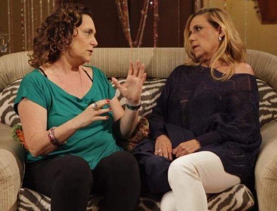 """22.jun.2013 - Em """"Amor à Vida"""", Atílio dá tapa no bumbum de Rita Cadillac e irrita Márcia"""