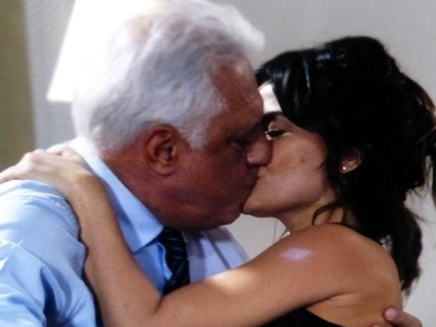 "Em ""Amor à Vida"", Aline quer que César lhe dê um flat"