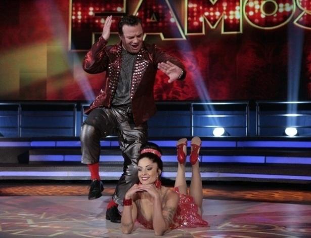 """23.jun.2013 - Adriano Garib e Aline Riscado dançam """"Eu sou terrível"""" no dia de rock na """"Dança dos Famosos"""""""