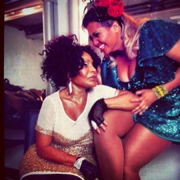 23.jun.2013 - Gaby Amarantos publica foto com Elza Soares no aniversário de 76 anos da cantora.
