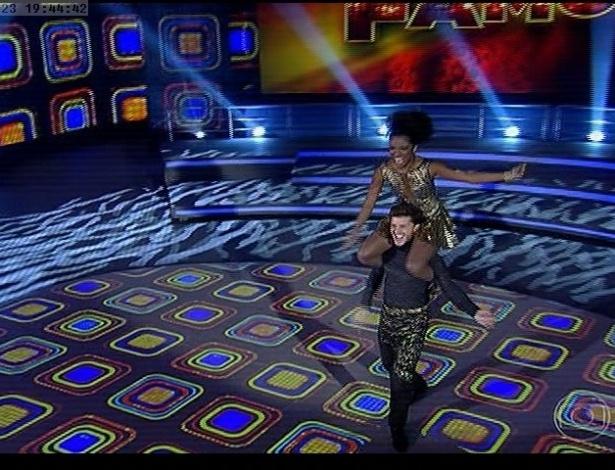 "23.jun.2013 - Klébber Toledo e Ivi Pizzott dançam ""Minha fama de mau"", de Erasmo Carlos, no dia de rock na ""Dança dos Famosos"""