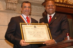 Marcelo Silva (à esq.) volta a ser presidente da Record Rio