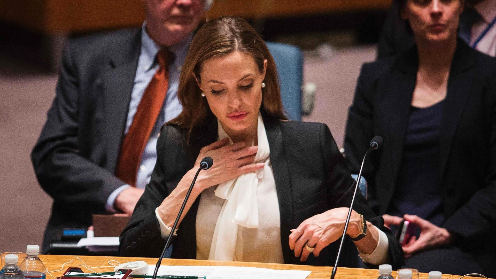 24.jun.2013 - A atriz Angelina Jolie, que é enviada especial do Alto Comissariado da ONU para Refugiados, se prepara para discursar em reunião do Conselho de Segurança