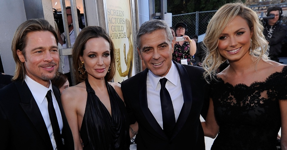 29.jan.2012 - Brad Pitt, Angelina Jolie, George Clooney e Stacy Keibler no tapete vermelho do 18º Screen Actors Guild Awards, em Los Angeles