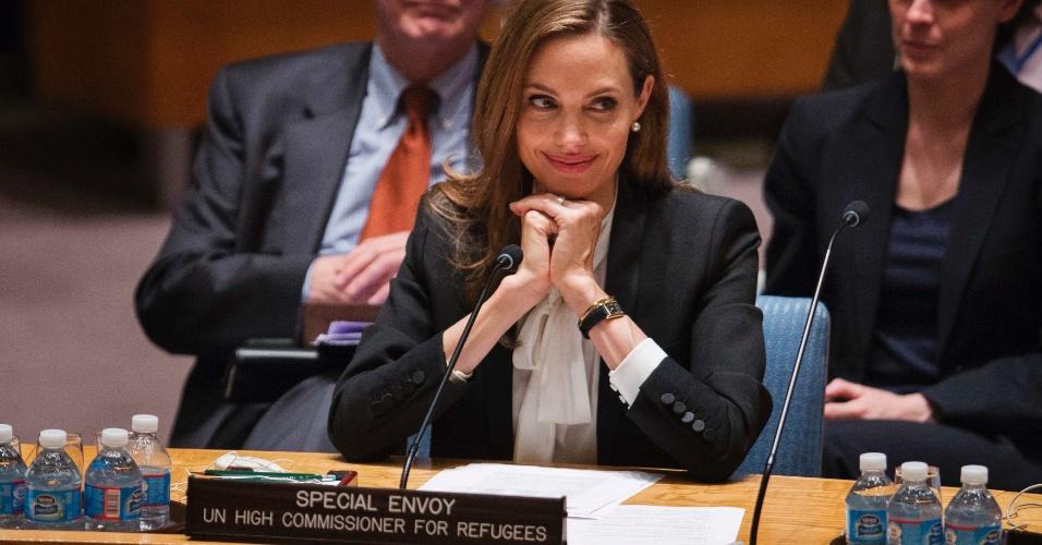 Angelina Jolie sorri durante participação em uma reunião no Conselho de Segurança da ONU