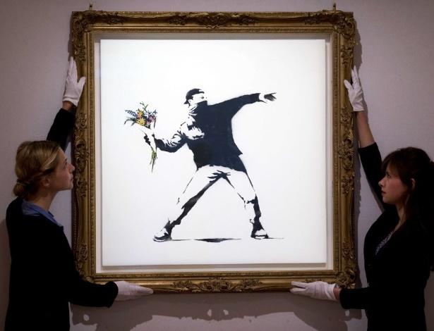 Quadro do grafiteiro Banksy será leiloado na galeria Bonham, o grafite é um dos mais emblemáticos do artista, que nunca teve o rosto revelado - AFP PHOTO/JUSTIN TALLIS