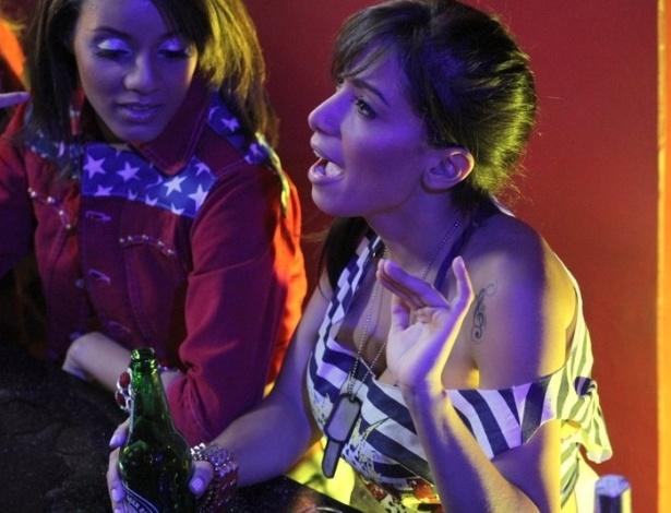 """24.jun.2013 - A funkeira Anitta grava clipe de sua música """"Não Para"""" no Cabaret Lounge, em Botafogo, Rio de Janeiro"""