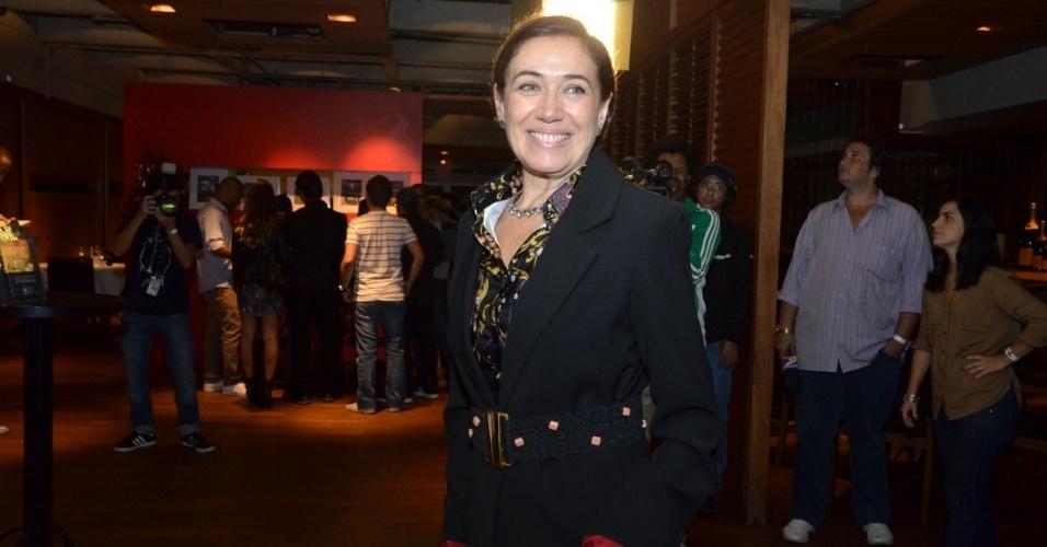 """24.jun.2013 - Lília Cabral prestigia exibição do primeiro capítulo da novela """"Saramandaia""""  em churrascaria em Botafogo, no Rio de Janeiro. Na trama, ela é a empresária Vitória Vilar"""